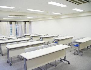 新大阪・キューホー江坂ビル2F 左前方から見る会場全体2